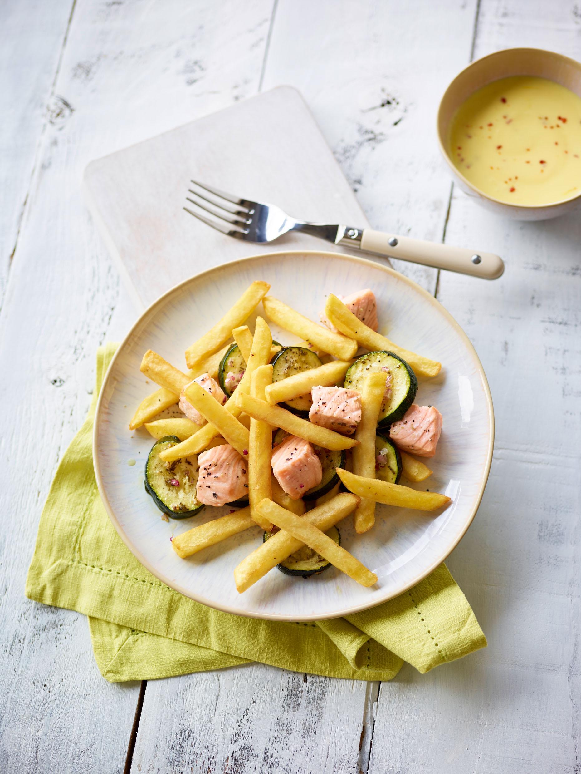 1.2.3 Frites Original mit Zucchini, lachs und Safran-Joghurt